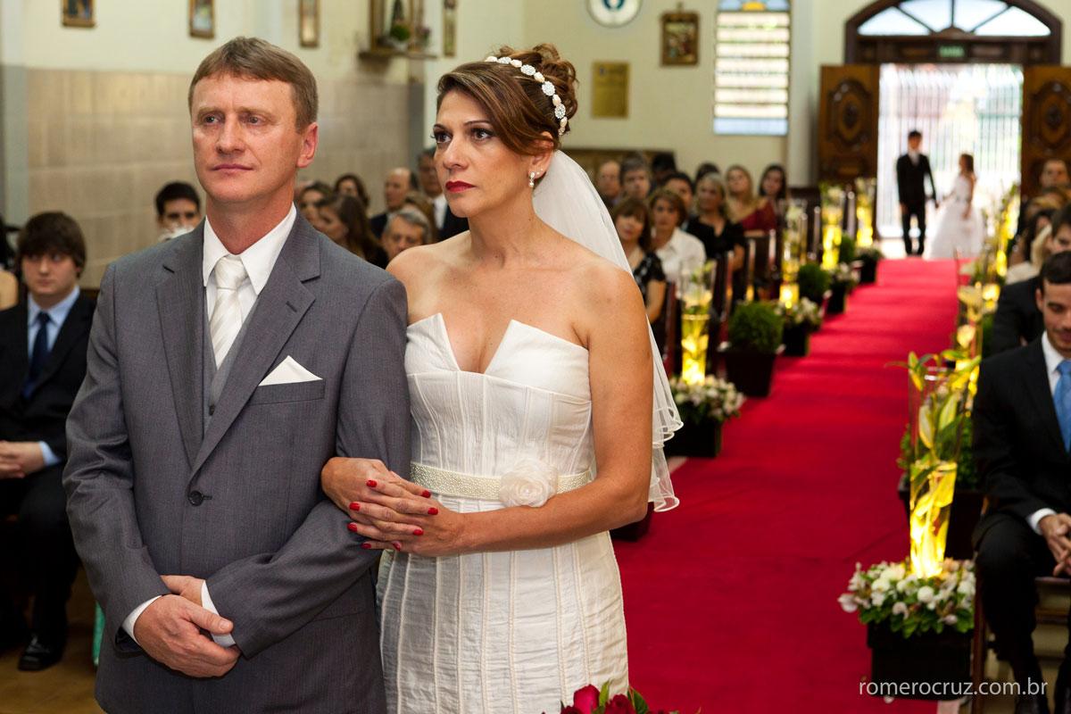 Casal de noivos Monica e Carlos no casamento fotografia de Romero Cruz