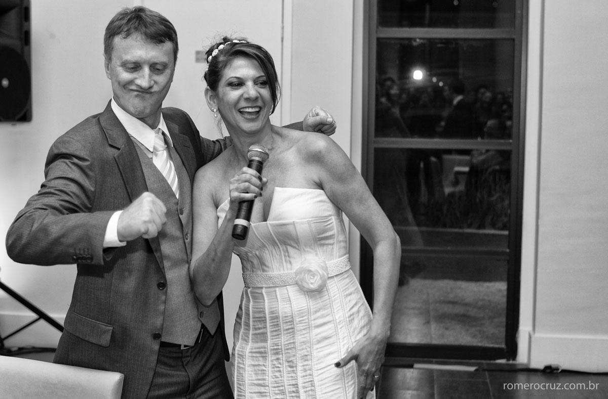 Casamento intimista dos noivos Monica e Carlos fotografado por Romero Cruz