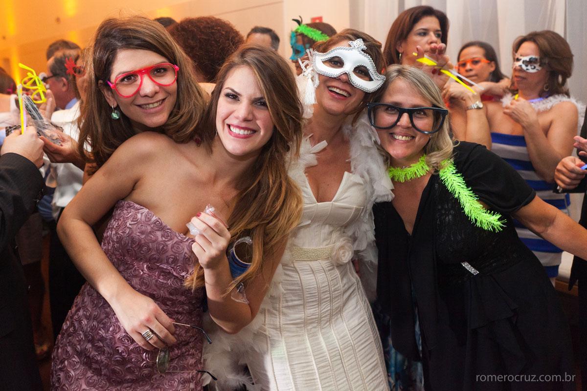 Linda festa de casamento onde todos se divertiram com muita alegria nas fotos do fotógrafo Romero Cruz