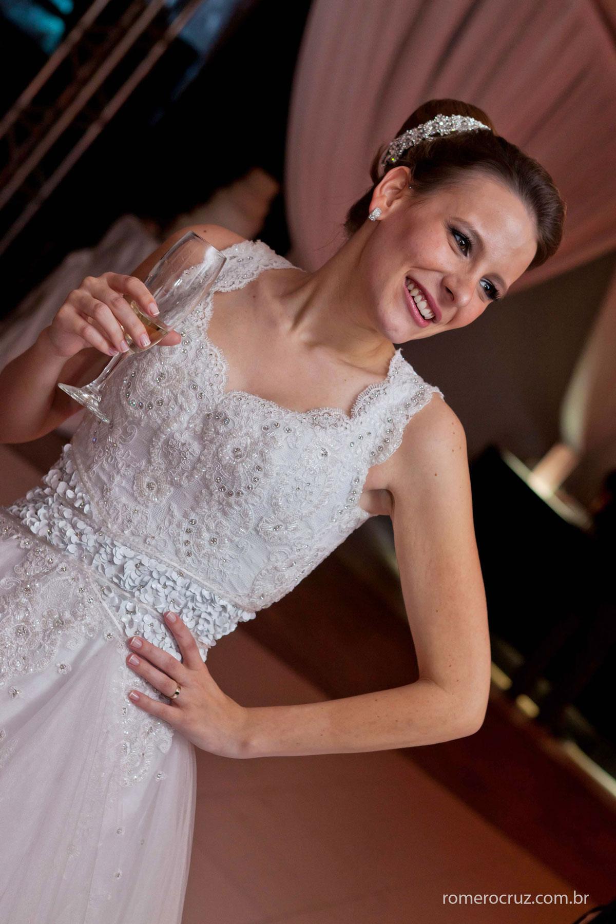 Linda noiva Natalia Russo com toda sua felicidade no seu casamento