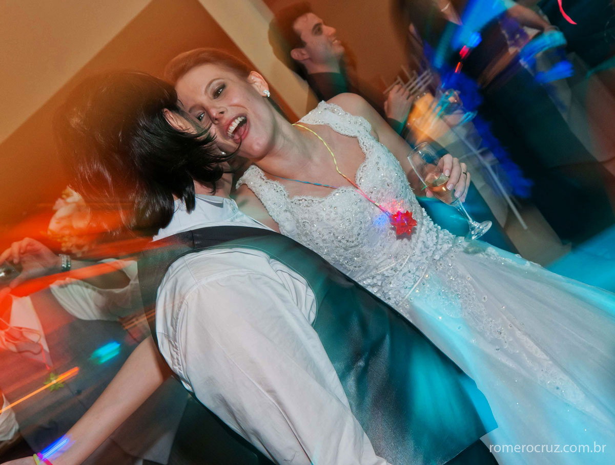 alegria dos noivos no casamento