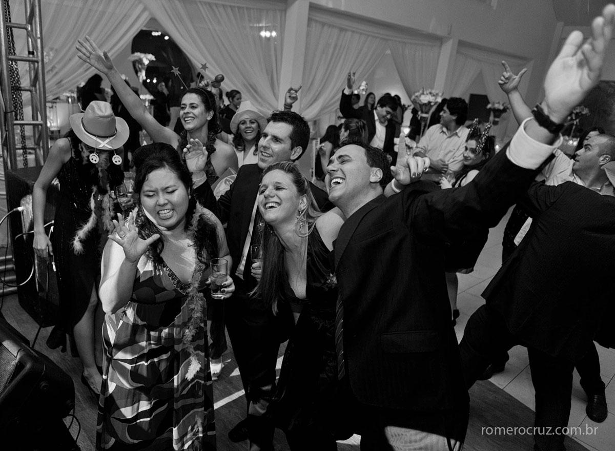 convidados felizes no casamento da noiva Natalia, festa linda