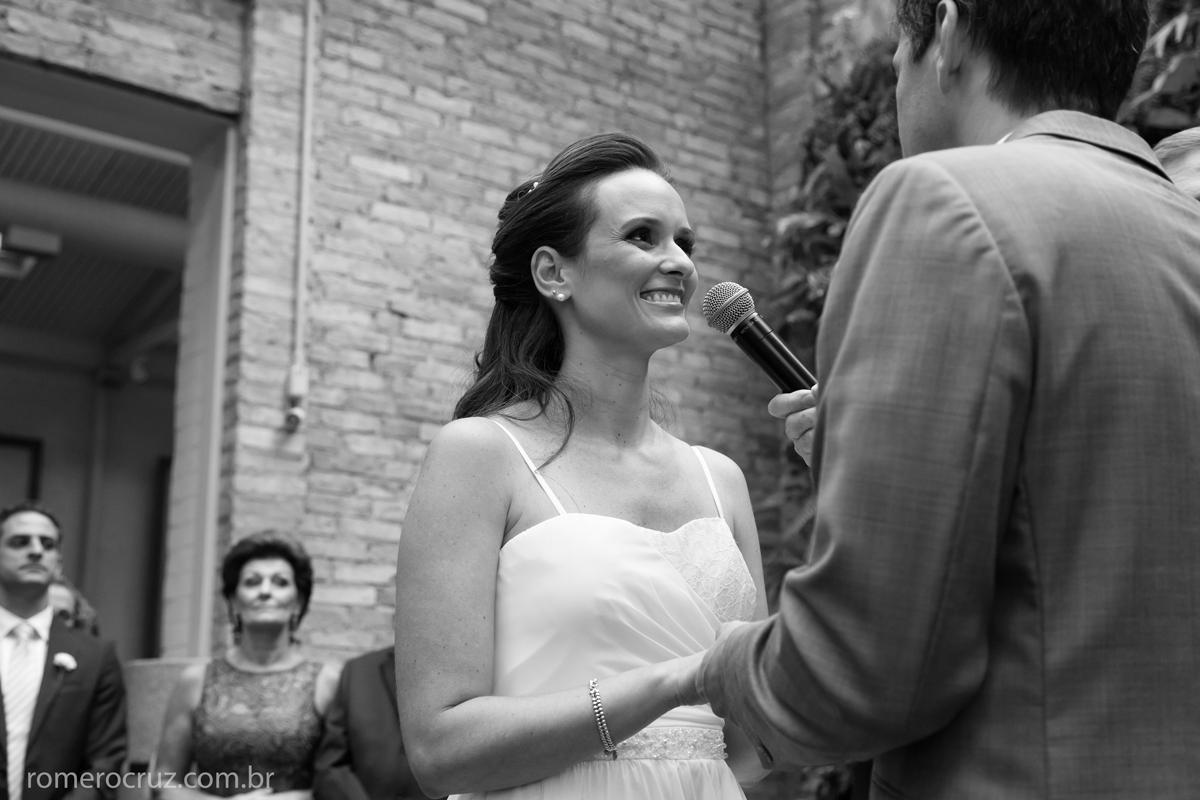 Foto do sim da noiva no casamento de João Paulo e Thais