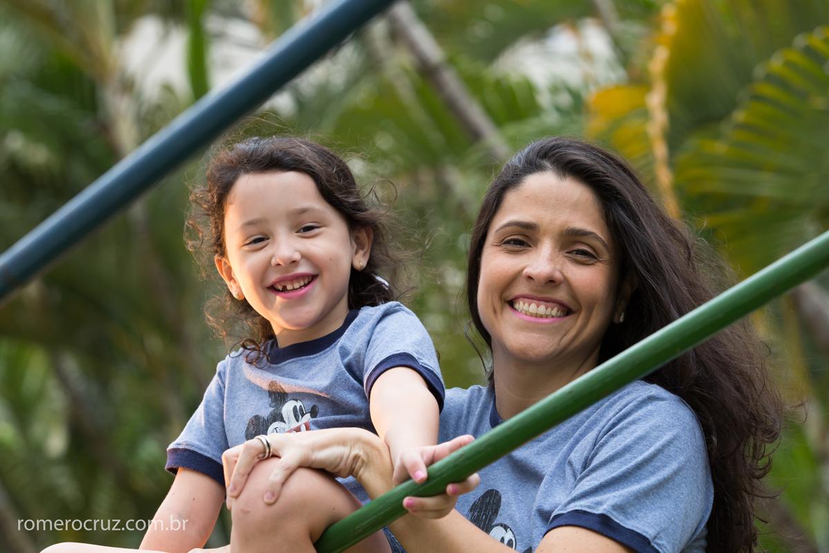 Mãe e filha em ensaio família na fotografia de Romero Cruz