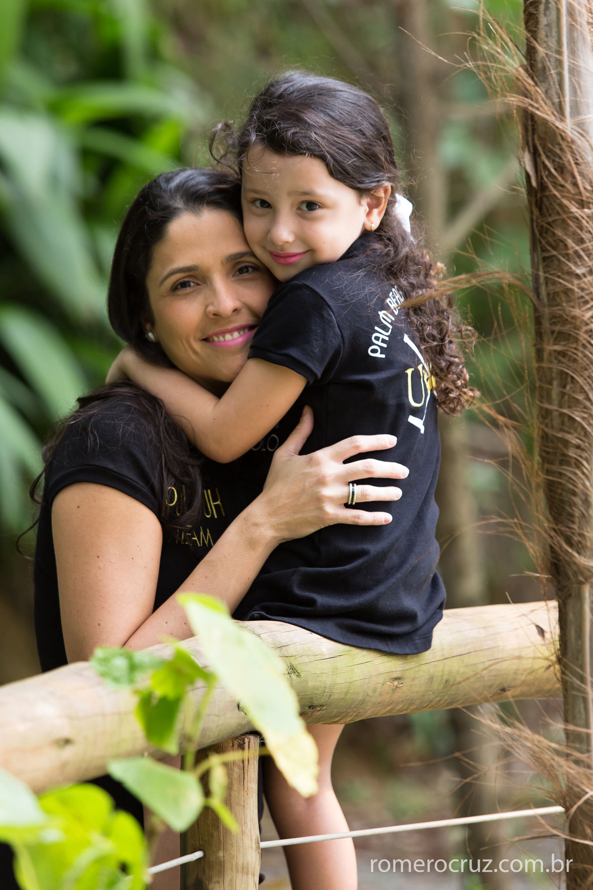 Carla e Anna mãe e filha fotografada em ensaio família pelo fotógrafo Romero Cruz