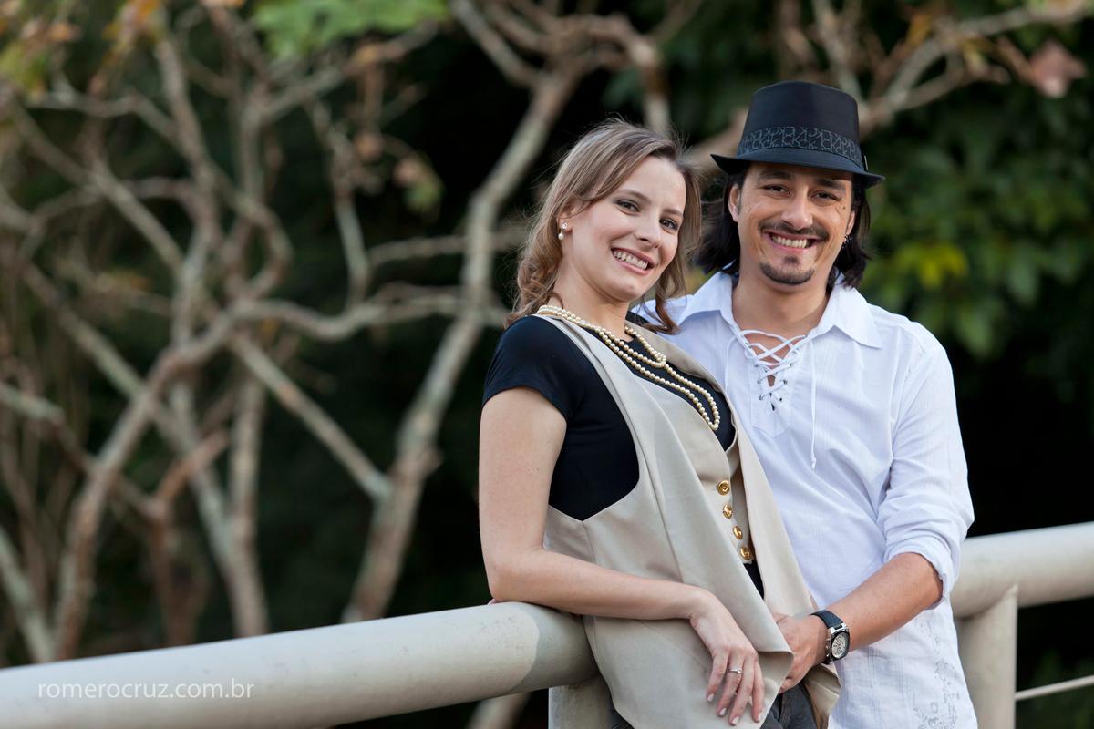 Ensaio fotográfico de casal de noivos fotografado pelo fotógrafo profissional Romero Cruz