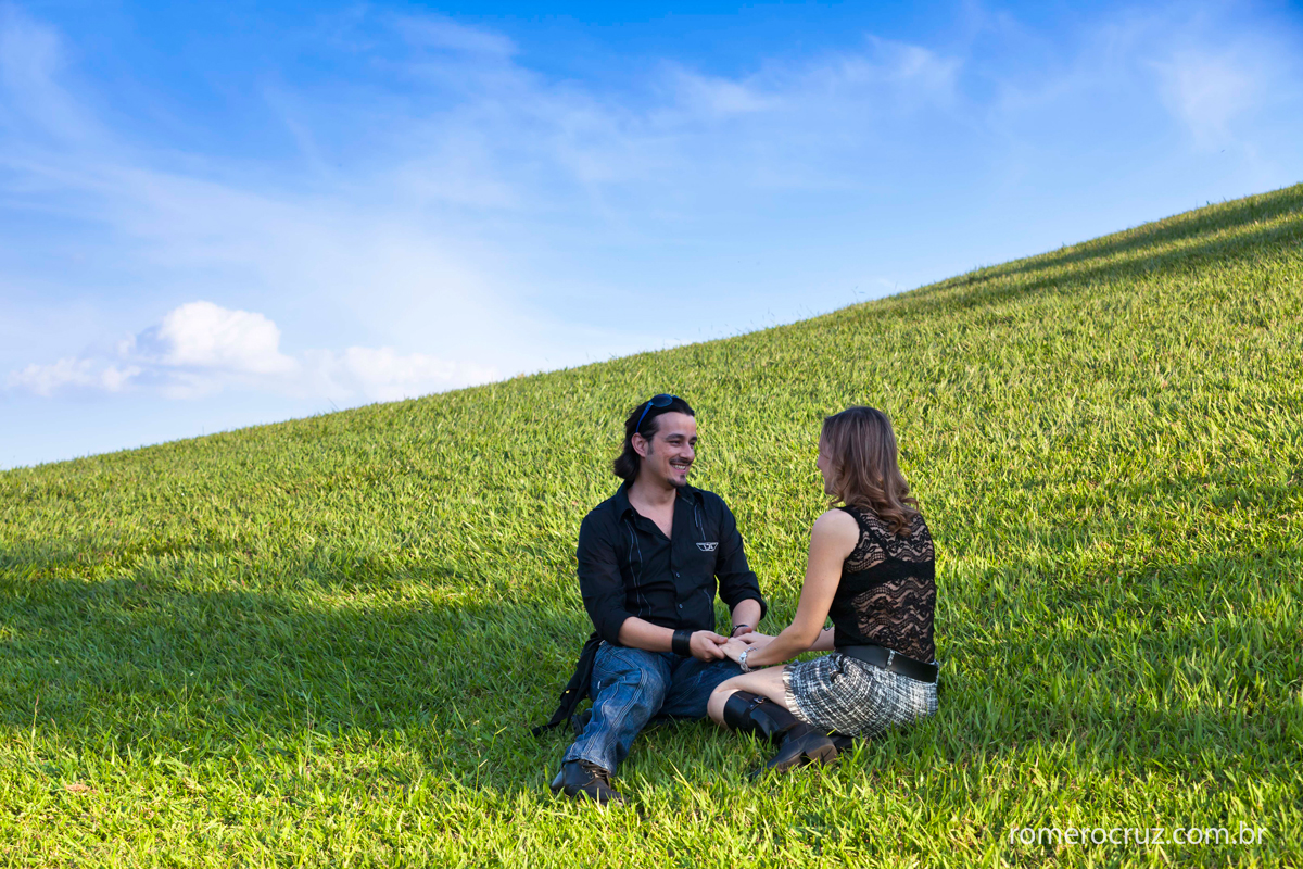 Foto do ensaio do casal Natalia e Guilherme no Solo Sagrado realizado pelo fotógrafo Romero Cruz em São Paulo-SP