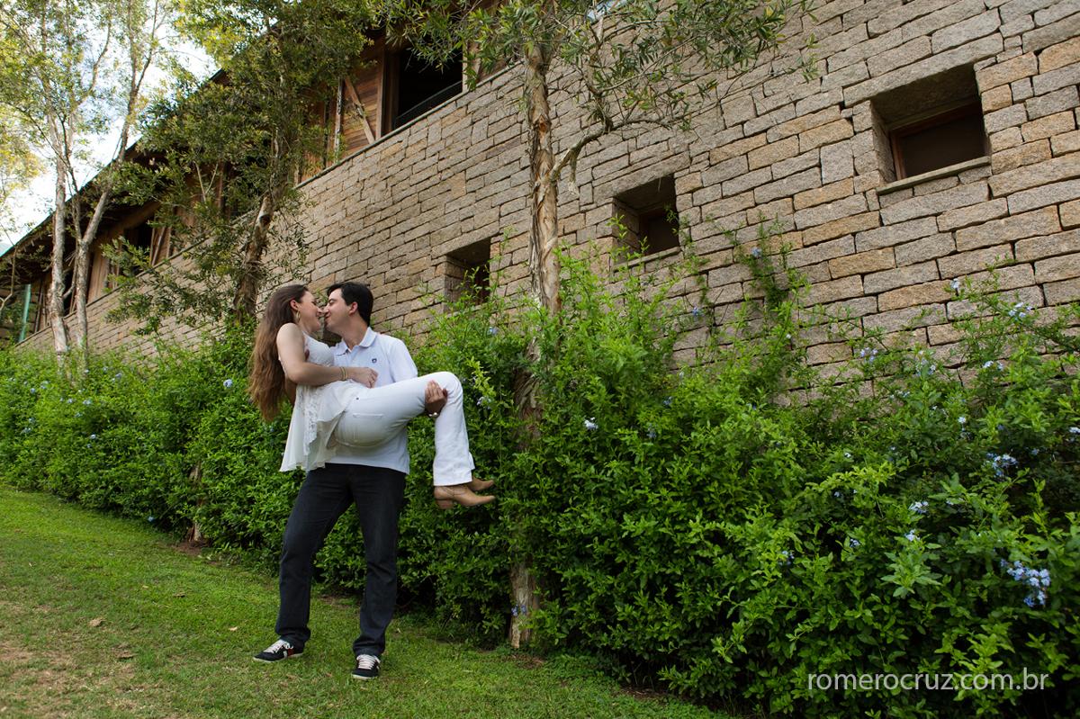 Fotógrafo Romero Cruz fotografou o casal de noivos Larissa e Flávio num haras