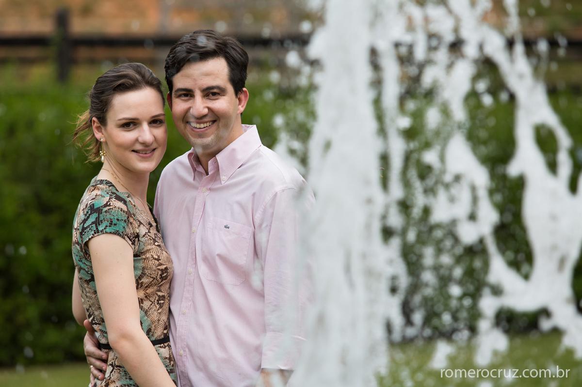 Casal Larissa e Flávio fotografado pelo fotógrafo Romero Cruz em ensaio pré-casamento