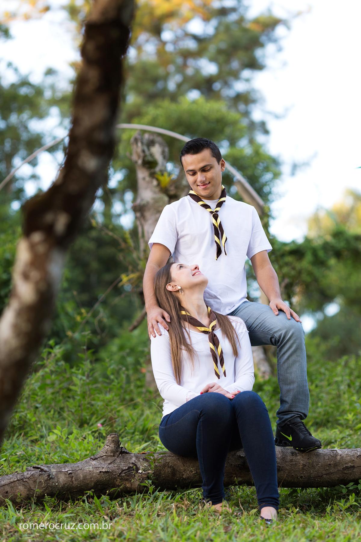 Casal em ensaio fotográfico feito por Romero Cruz