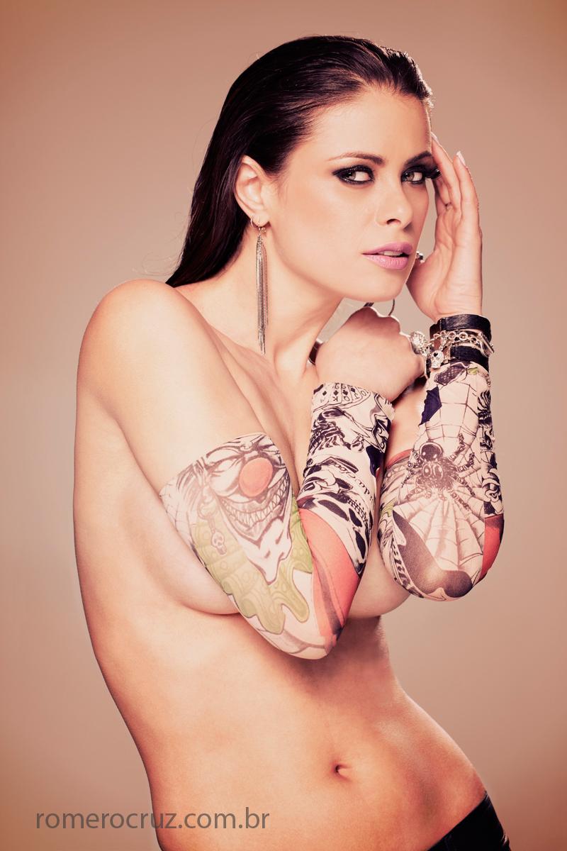 Romero Cruz fotografou em estúdio a bela modelo Raquel Freire