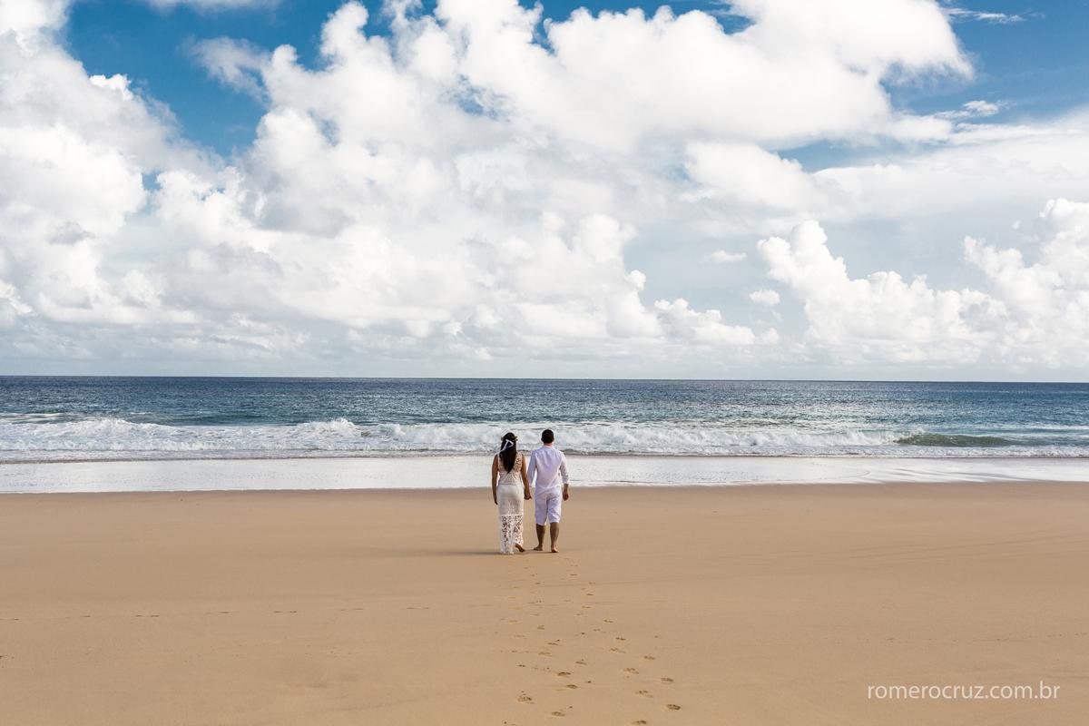 Praia Cacimba do Padre em Fernando de Noronha-PE na fotografia de Romero Cruz em ensaio de noivos