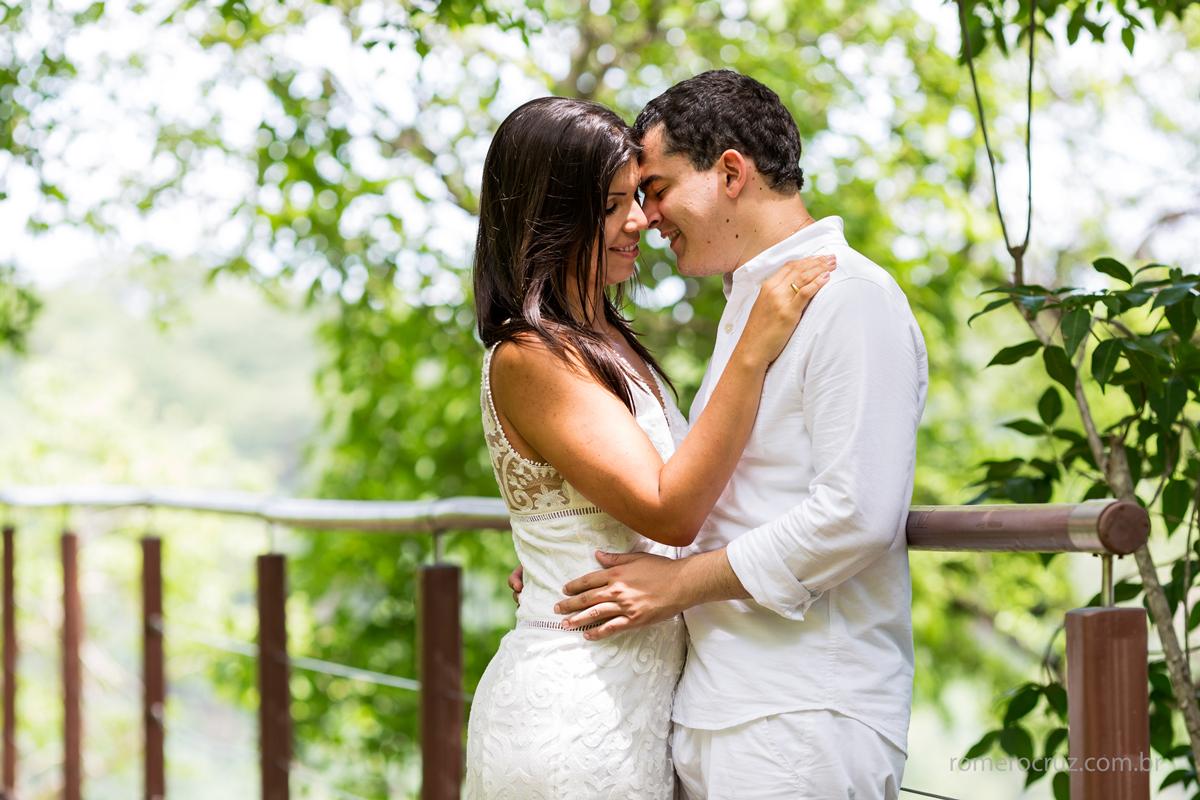 Ensaio de noivos paixonados em Fernando de Noronha-PE na foto do fotógrafo Romero Cruz