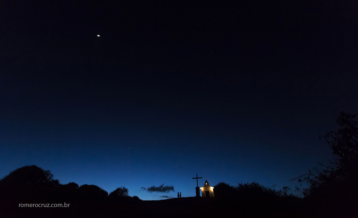 Ensaio fotográfico à noite em Fernando de Noronha-PE na Capela de São Pedro na fotografia do fotógrafo Romero Cruz