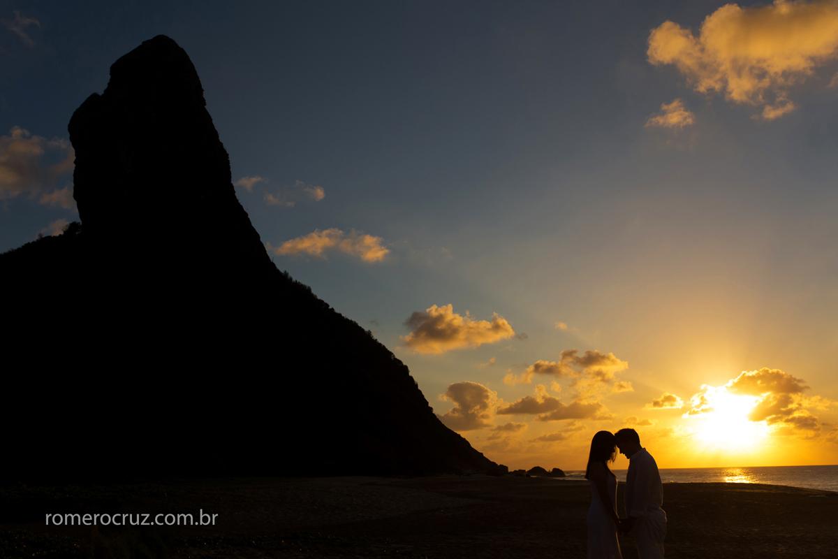 Por do sol em Fernando de Noronha-PE no ensaio feito pelo fotógrafo Romero Cruz