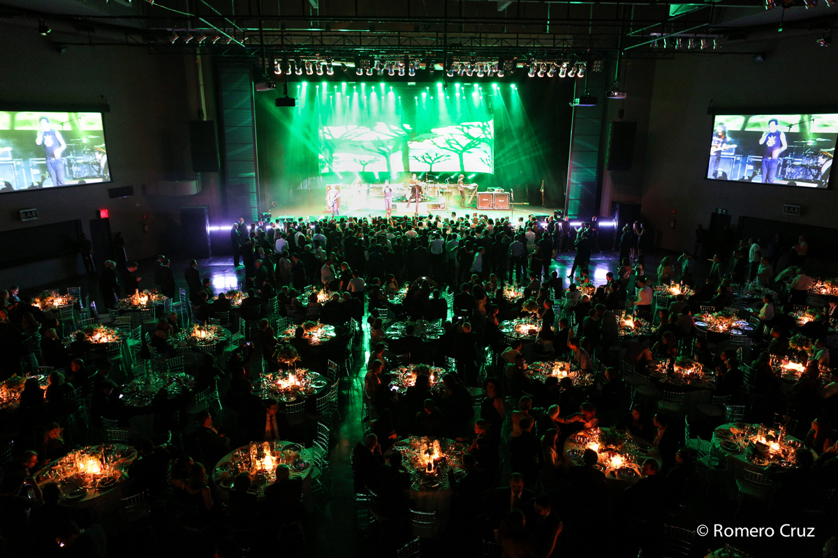 Festa de premiação em evento corporativo fotografado por Romero Cruz