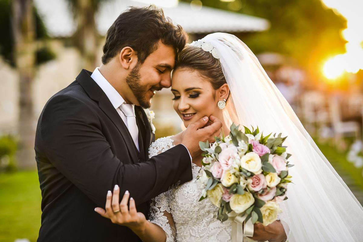 Lindo casamento de Nathalia e Igor, em Patos de Minas-MG, com uma recepção ao ar livre, em uma chácara maravilhosa