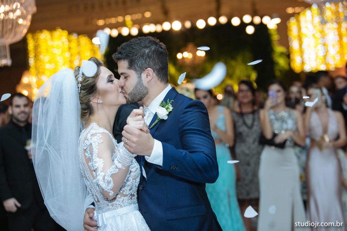 making off da noiva, noiva se arrumando, no quarto com as mães, no quarto com as irmãs , fotos do making of, fotos lindas de casamento noiva entrando no altar, festa de casamento, nara e edjan