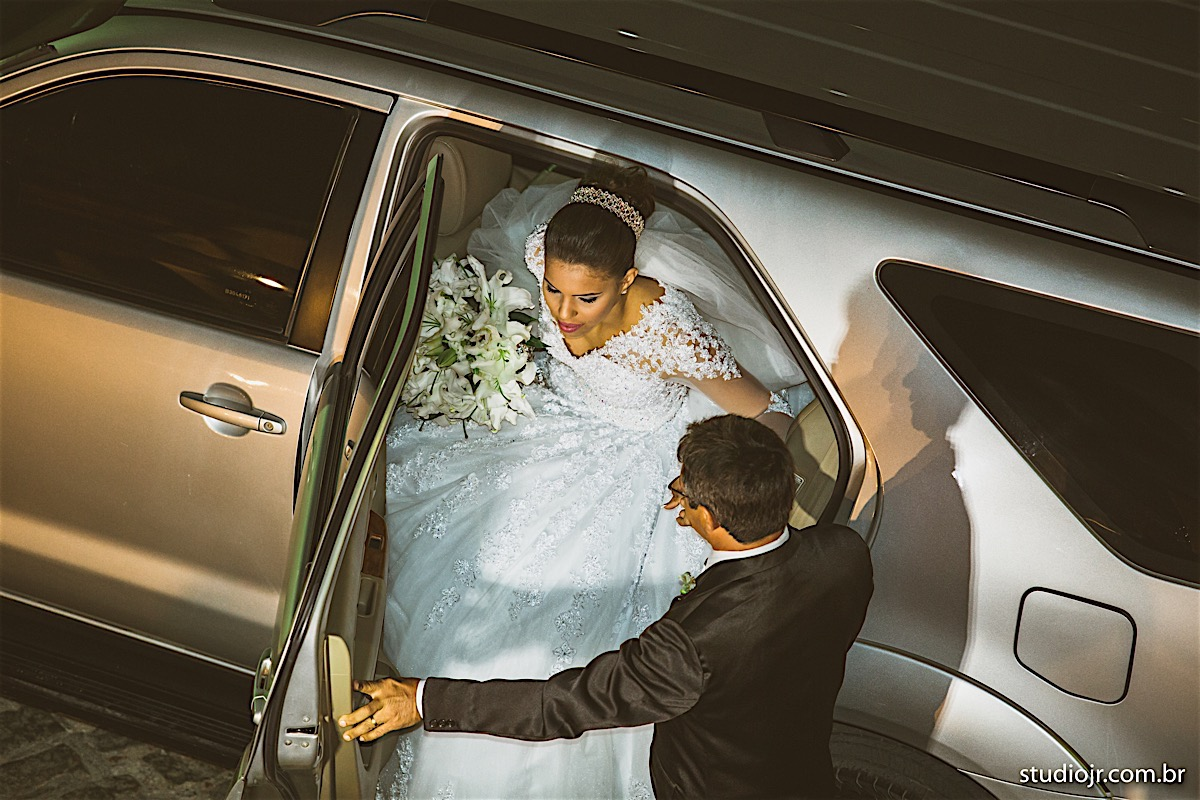 entrada da noiva na igreja