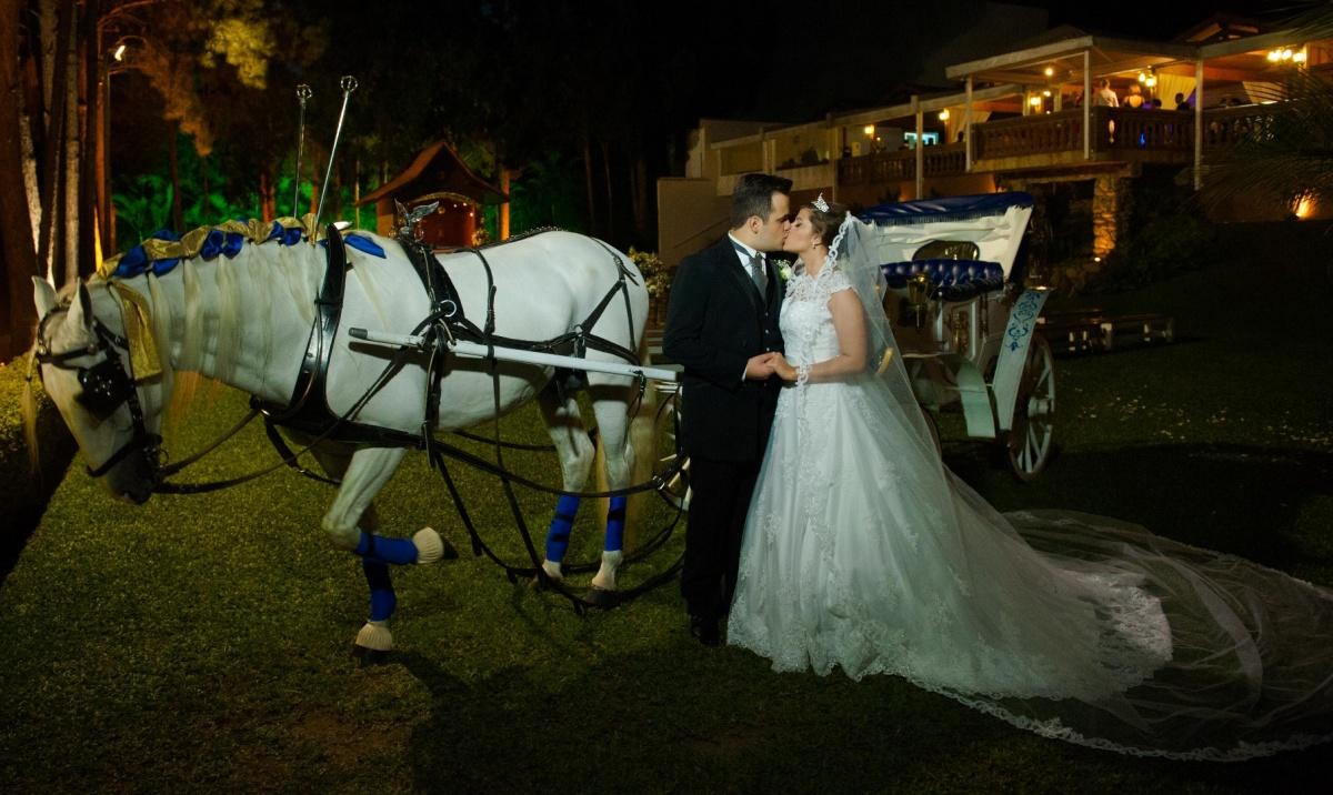casamento no campo, casamento, vestido da noiva, sitio arufest, casamento em sitio, fotografo de casamento, casamento durante o dia, casamento em sitio, carruagem