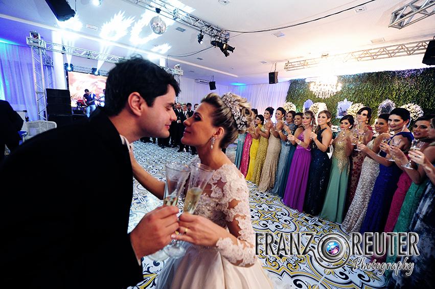 Dança dos noivos e brinde