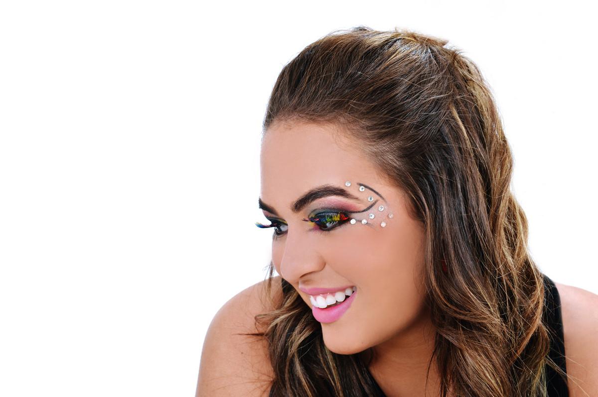 sobrancelhas perfeitas em Lainne Coiffer