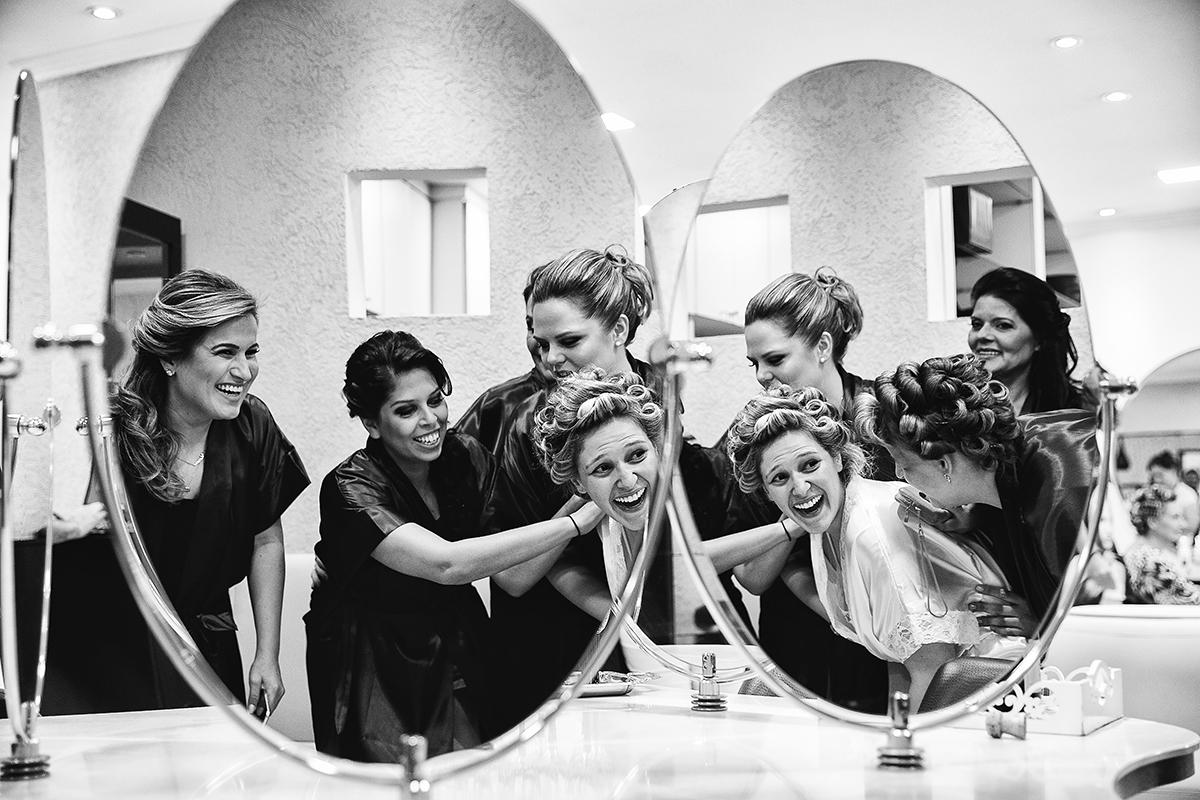 fotografia feita por Cleber Thiber no Make da noiva e muita animação