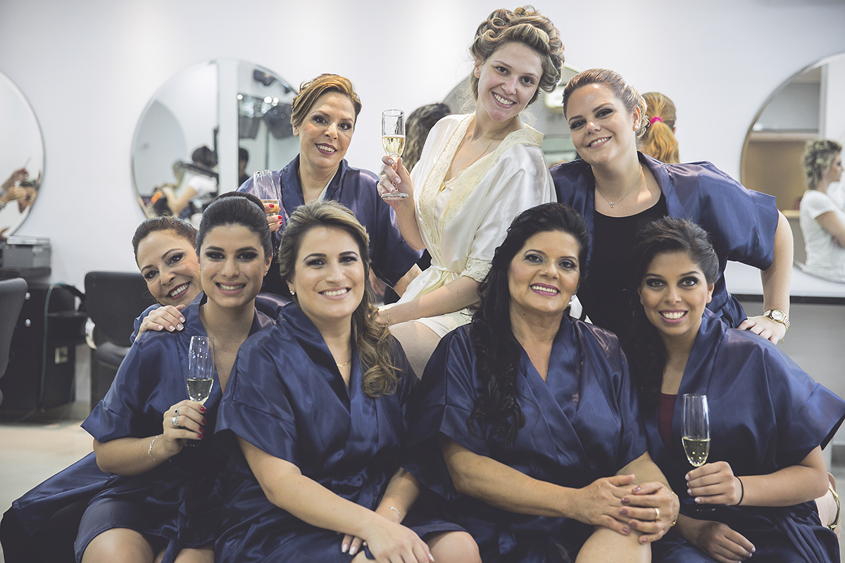 fotografia da noiva com as madrinhas fotografia feita por Cleber Thiber