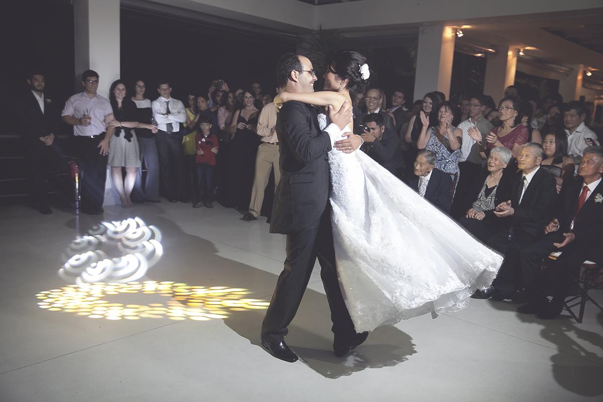 Foto feita por Cleber Thiber Fotografia na Fazenda 7 Lagoas - dança do casal
