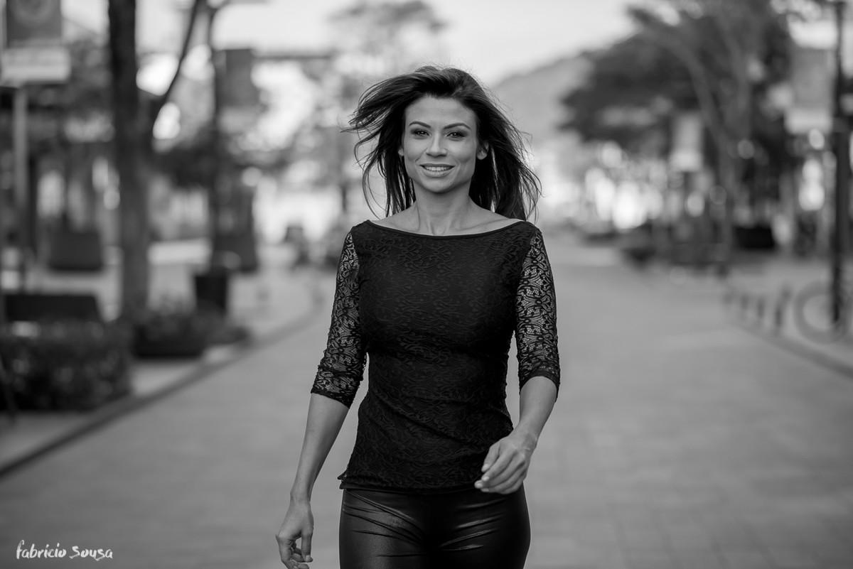 Karina Peloi desfila no Passeio Pedra Branca