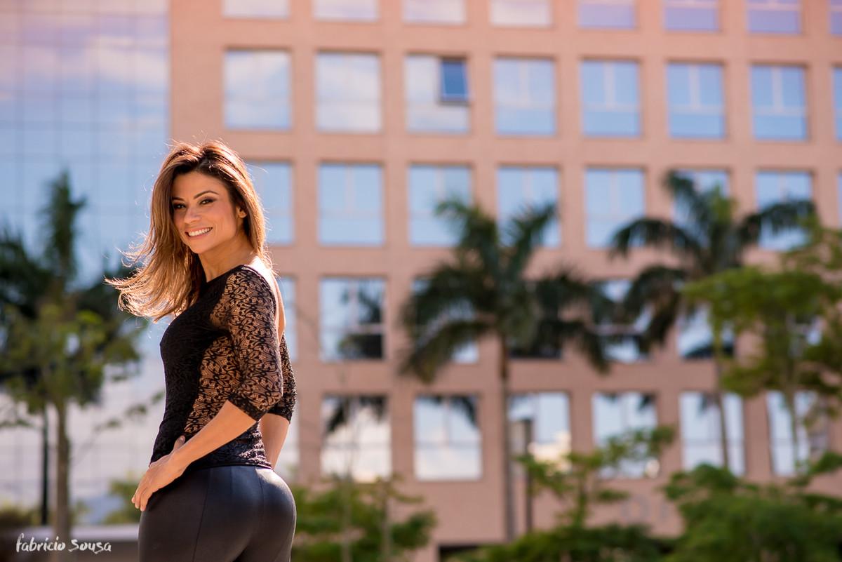 Karina Peloi nutricionista posa para foto na Pedra Branca na Palhoça