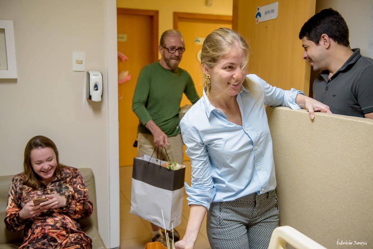 Nadia Sousa chegando para decorar o quarto no parto da Nina