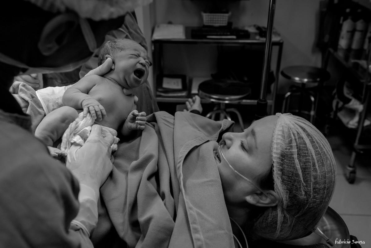 o primeiro encontro da Nina Sousa com sua mamãe Natasha na sala de cirurgia
