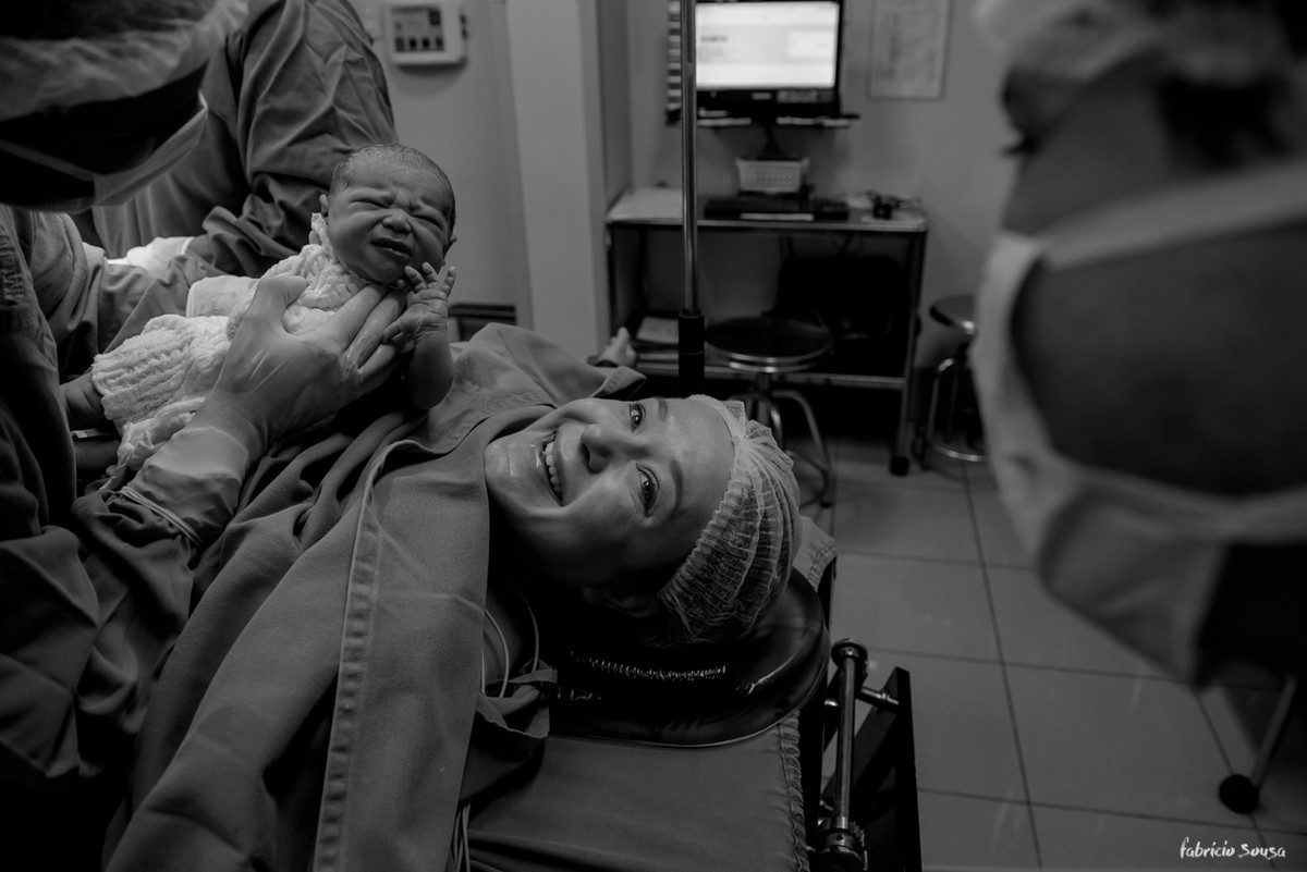 sorriso de felicidade mamãe e papai logo após o parto da Nina