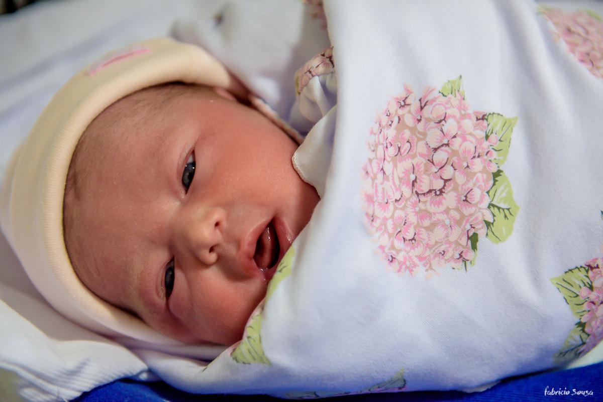 retrato da babygirl Nina na maternidade