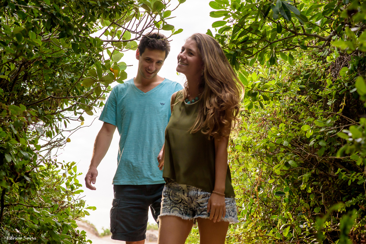 caminhando na trilha do Rio Tavares em direção à praia do Campeche Floripa