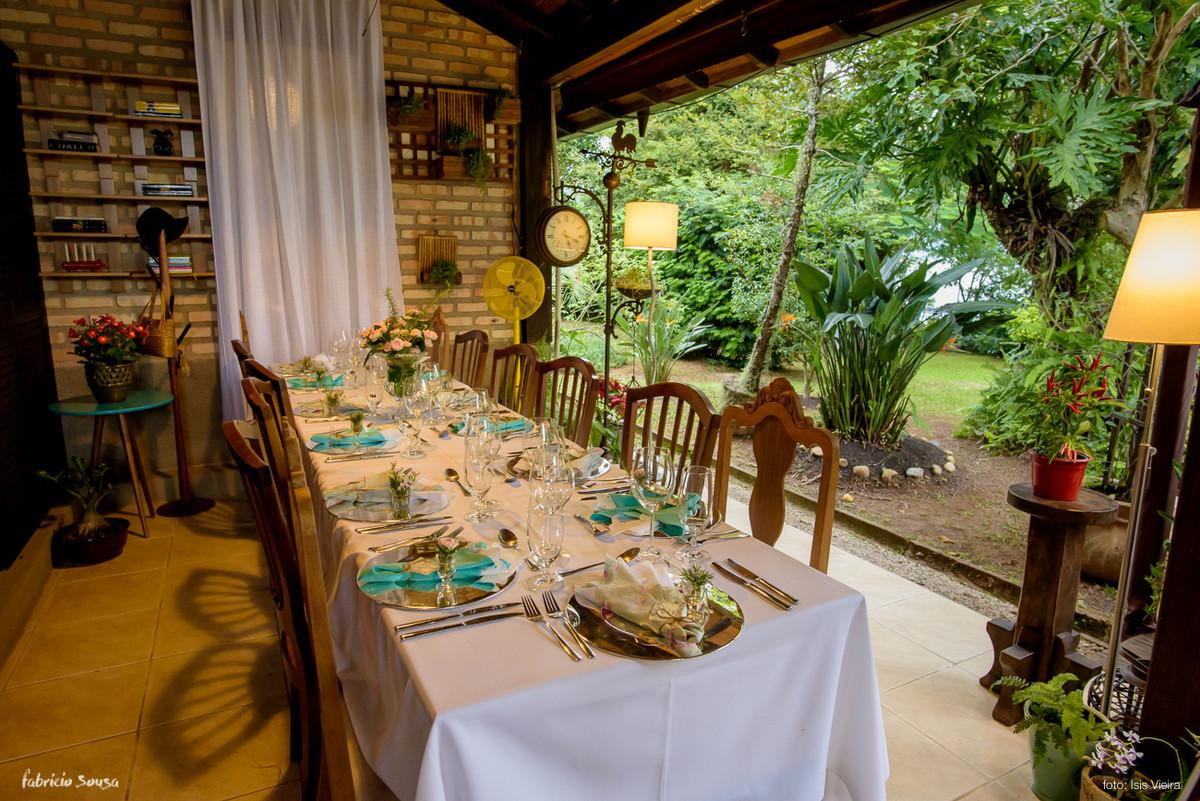 mesa muito bem decorada na decoração casa branca eventos no Bistro Bettina Bub - mini-wedding no jardim
