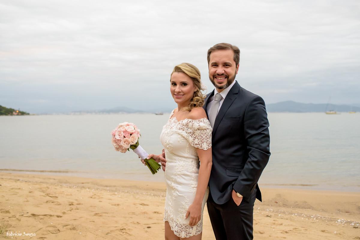 retrato de casados ensaio de casamento noivos na praia santo antonio de lisboa Floripa