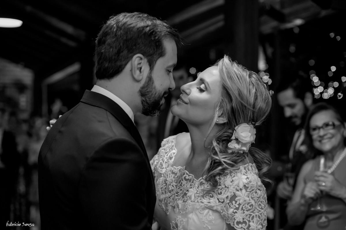 o primeiro beijo de casados - mini-wedding na praia de Santo Anotnio de Lisboa - Floripa