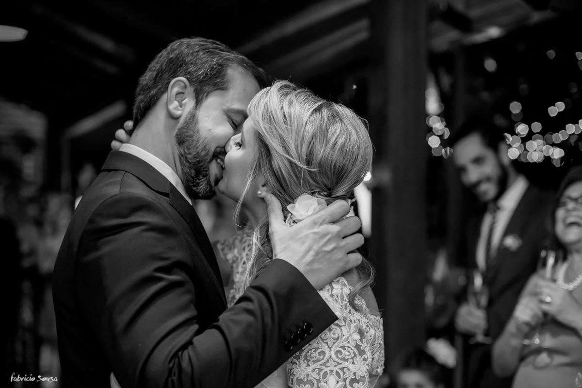 o primeiro beijo de casados - mini-wedding na praia de Santo Anotnio de Lisboa - Floripa - Bistro Bettina Bub