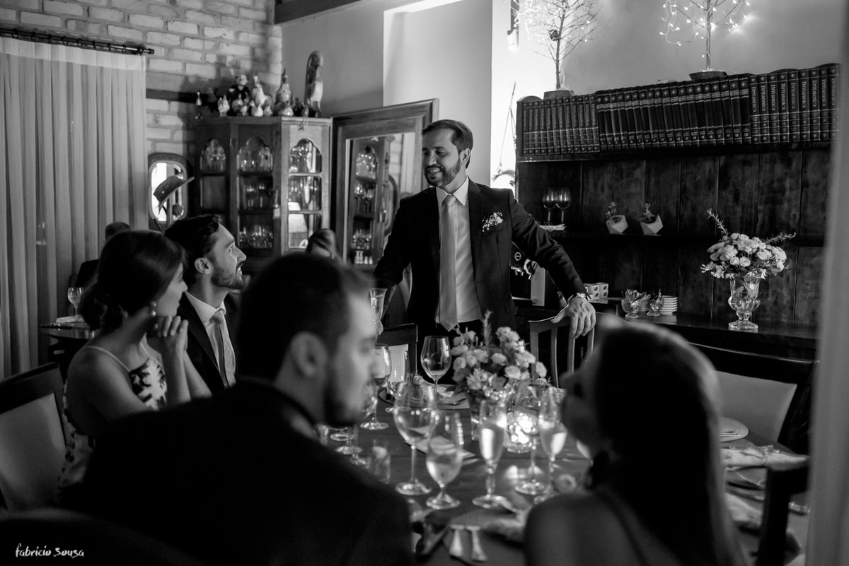 noivo bate-papo no Bistro Bettina Bub com seus convidados