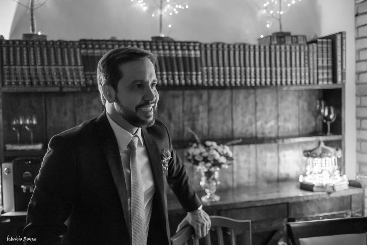 noivo sorridente durante jantar no Bistro Bettina Bub em Santo Antonio de Lisboa