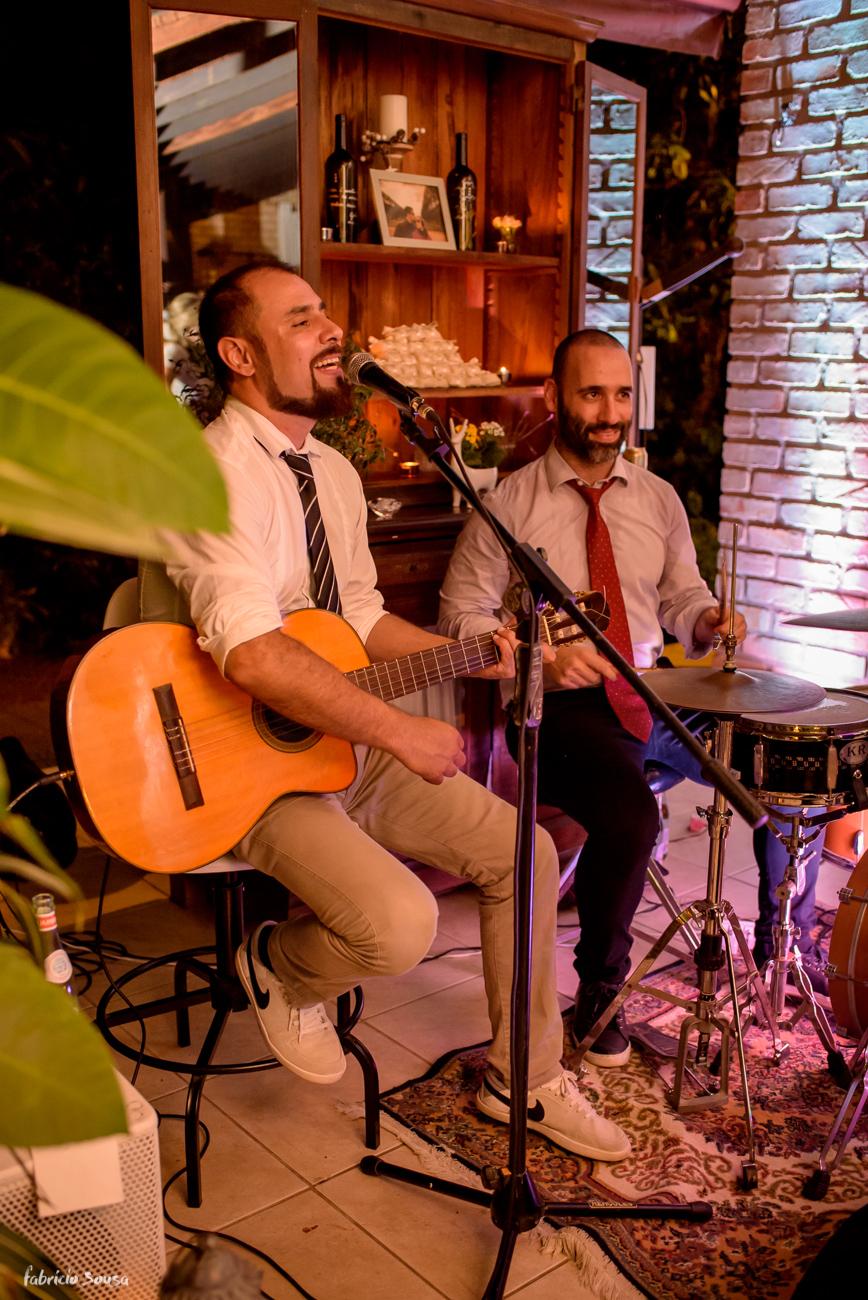 dupla de músicos fizeram a animação da festa em casamento intimista - mini-wedding no Bistro Bettina Bub