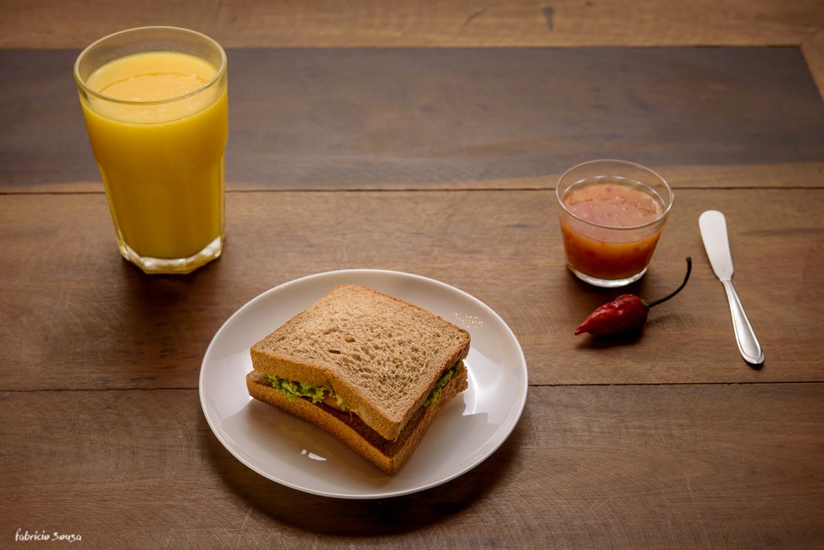 sanduíche sanduba com geléia de pimenta feita no próprio restaurante e café Magras no interior da academia Top One Club Floripa