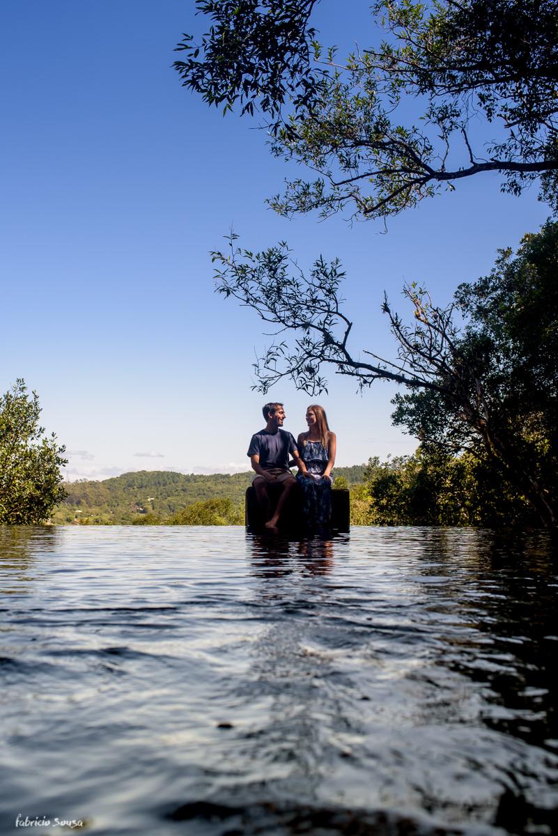 ensaio prewedding na cachoeira da Vargem Grande em Floripa - belo céu azul