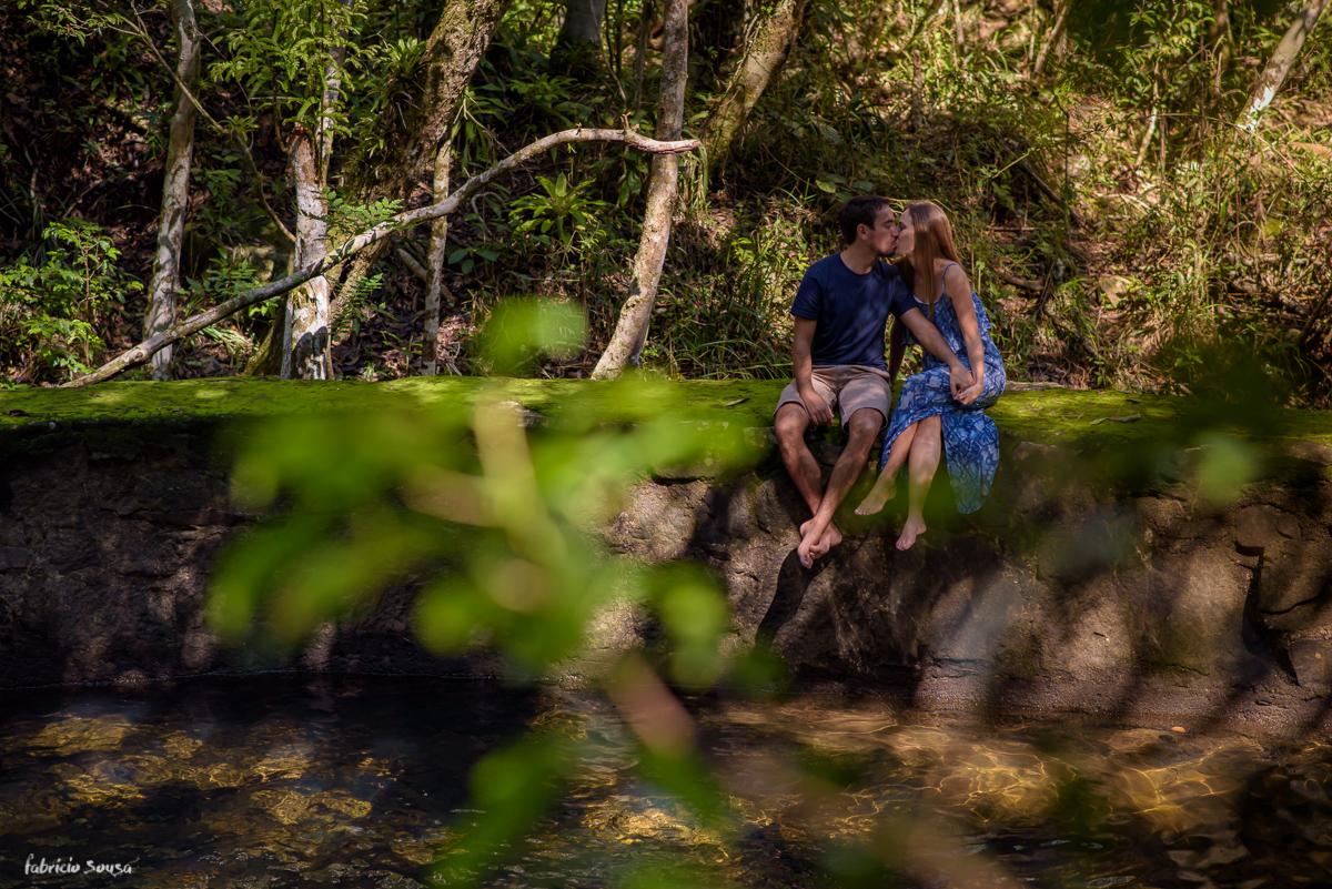 beijo chameguento na cachoeira em cima do musgo Vargem Grande Florianopolis - cachoeira