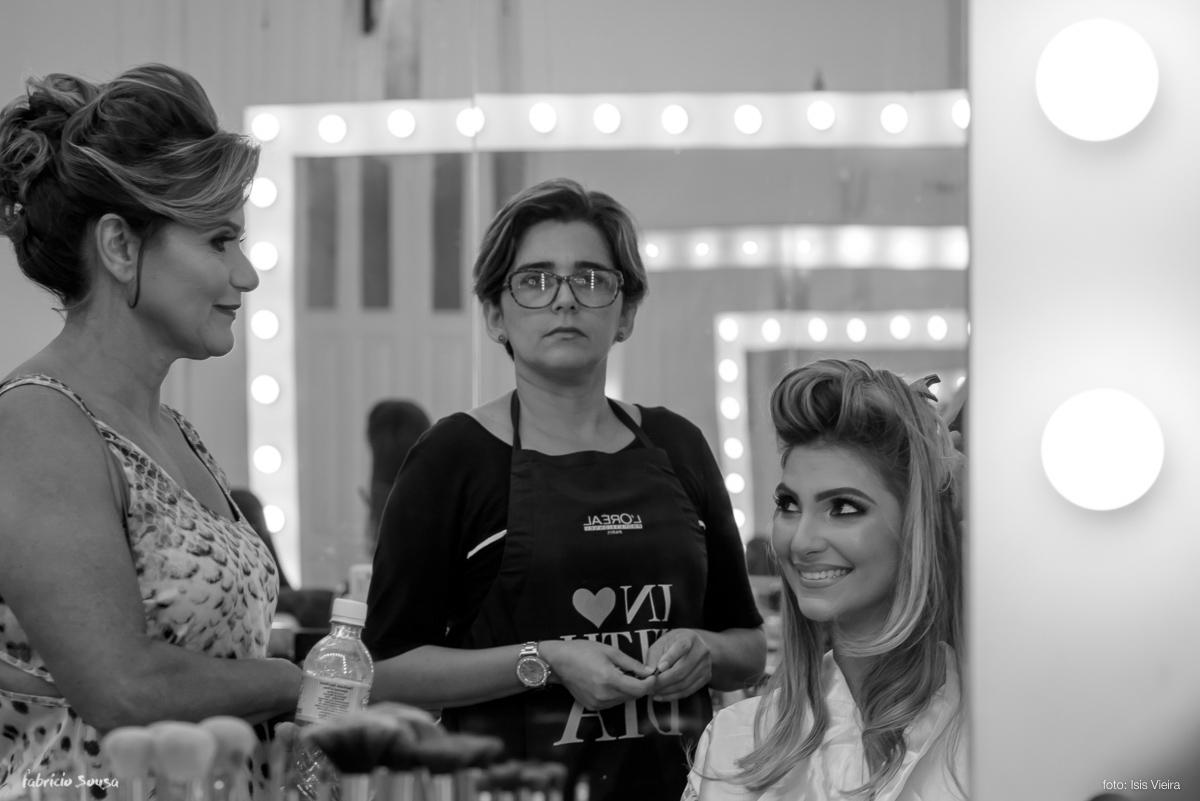 noiva Fernanda e sua mãe trocam olhares momentos antes do casamento - making of