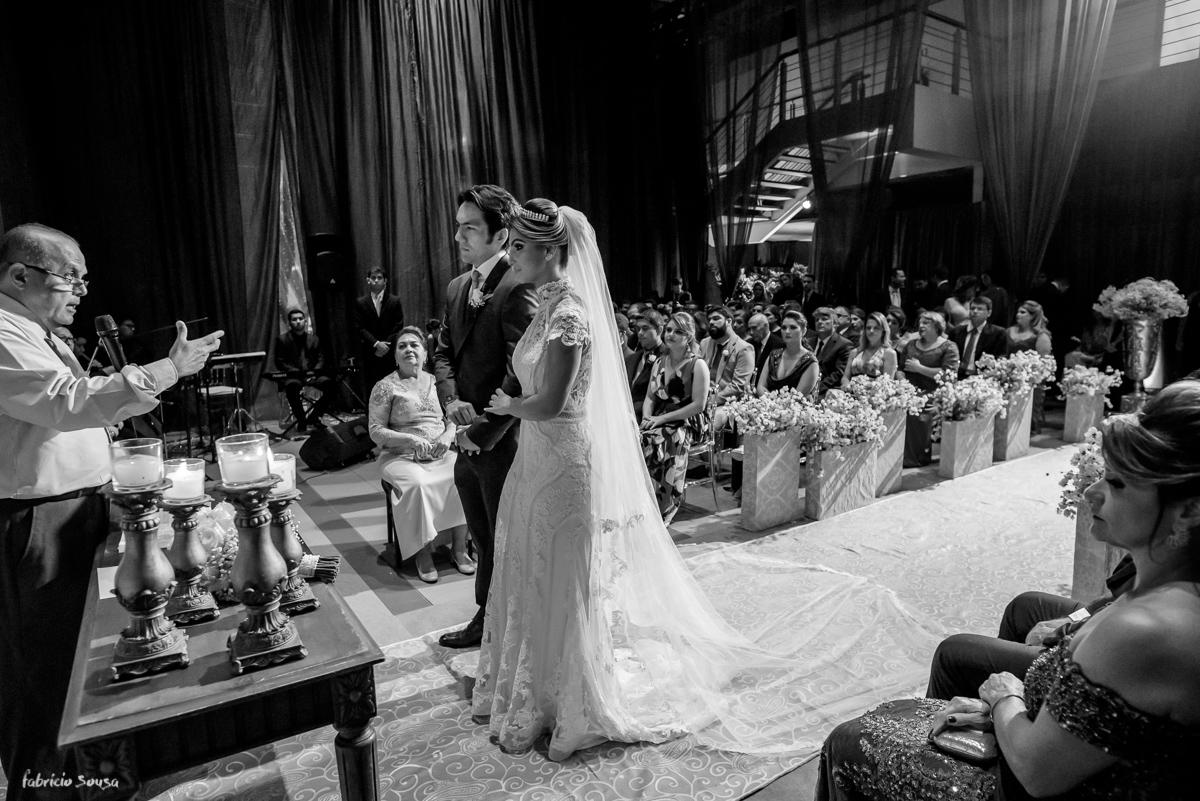 panorama geral da cerimonia de casamento religiosa no estação das docas