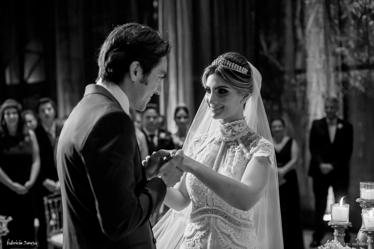 o beijo na aliança de casado