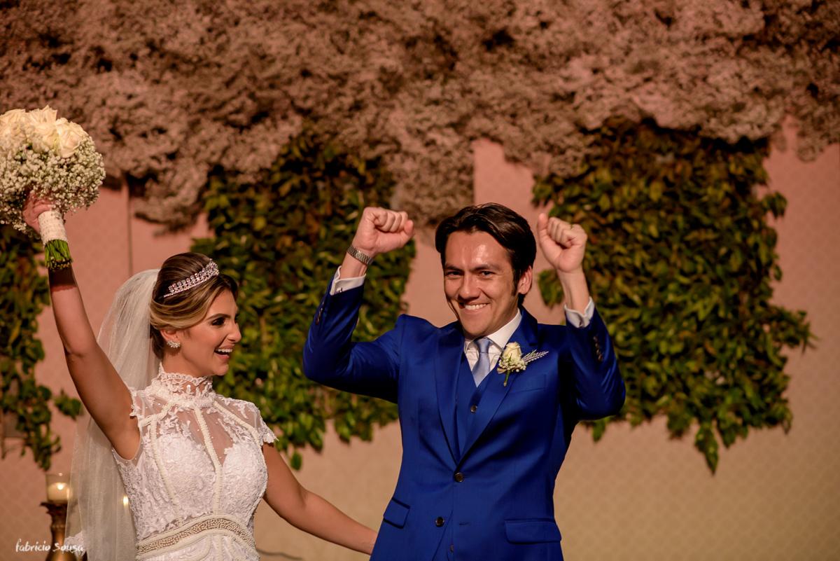 noivos vibram após o primeiro beijo de casados - decoração Decora Belem